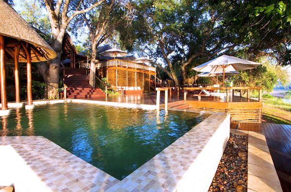 Naledi Enkoveni has a pool and viewing deck.